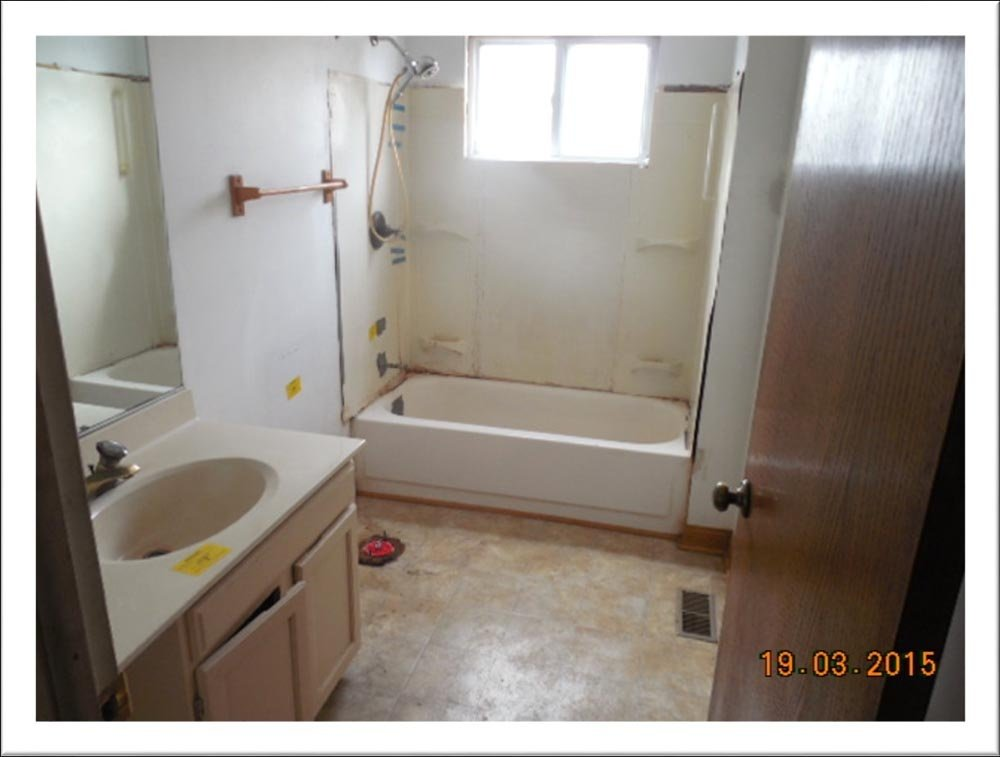 https://0201.nccdn.net/1_2/000/000/155/f40/BathroomBeforeRenovation-1000x757.jpg