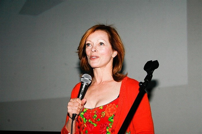 https://0201.nccdn.net/1_2/000/000/158/de6/Frances-Fisher-Host-Lifetime-Achievement-Award-Presentation-700x466.jpg