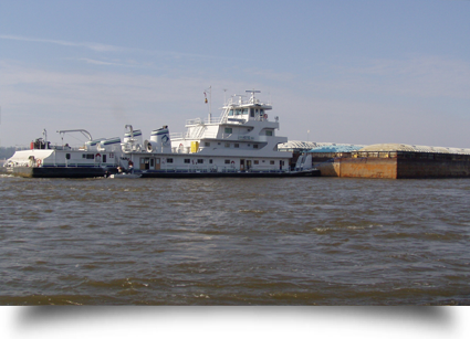 White towboat in water||||