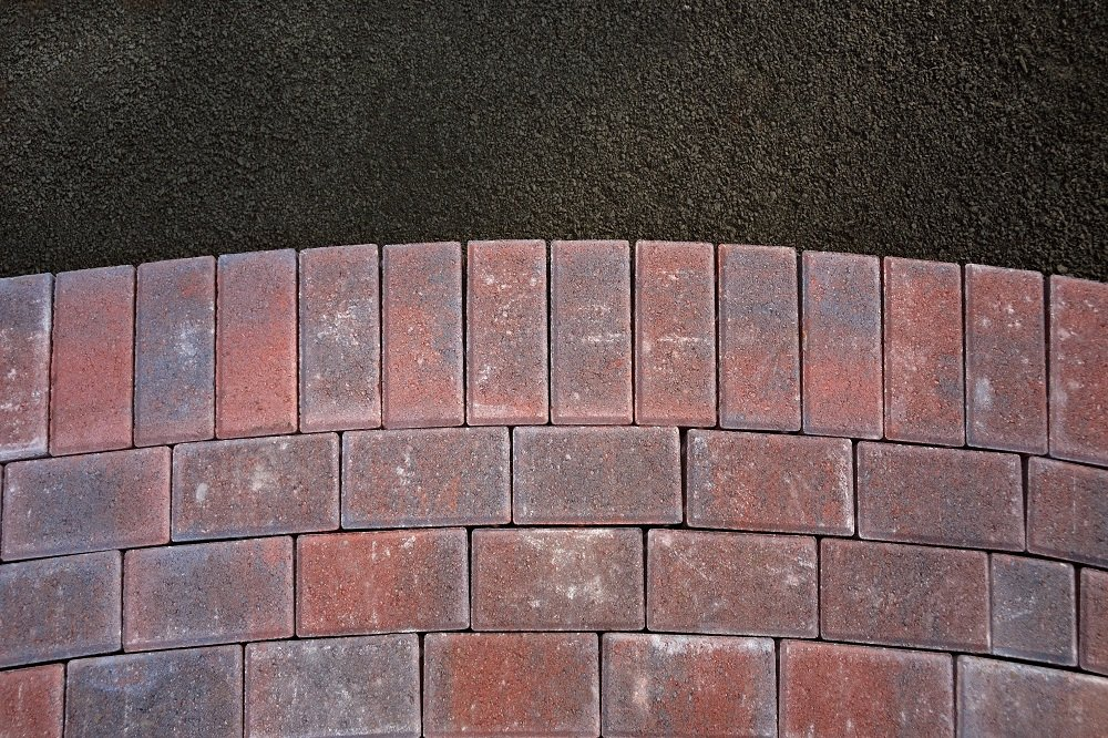 5 Helpful Tips on Cleaning the Brick Pavers