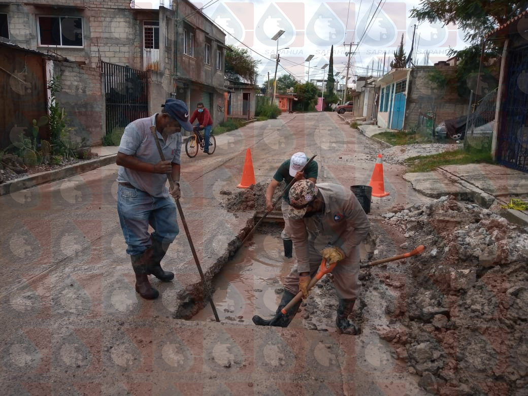 """Reparación de la linea de conducción de 24"""" de la col. el Carmen              Mes: Agosto"""