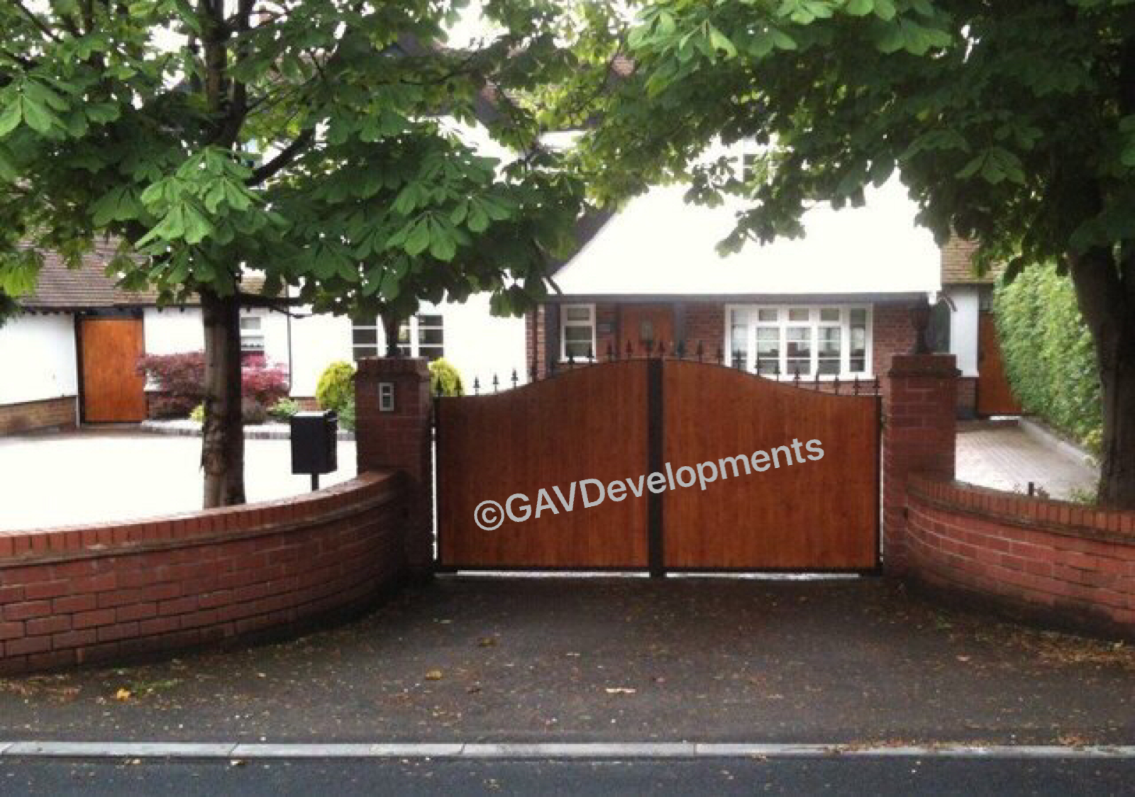 Double leaf gates with wooden infill