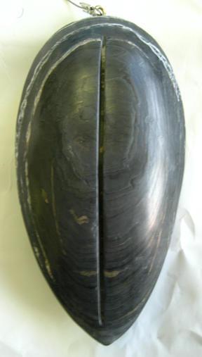 pendule noir poudreux
