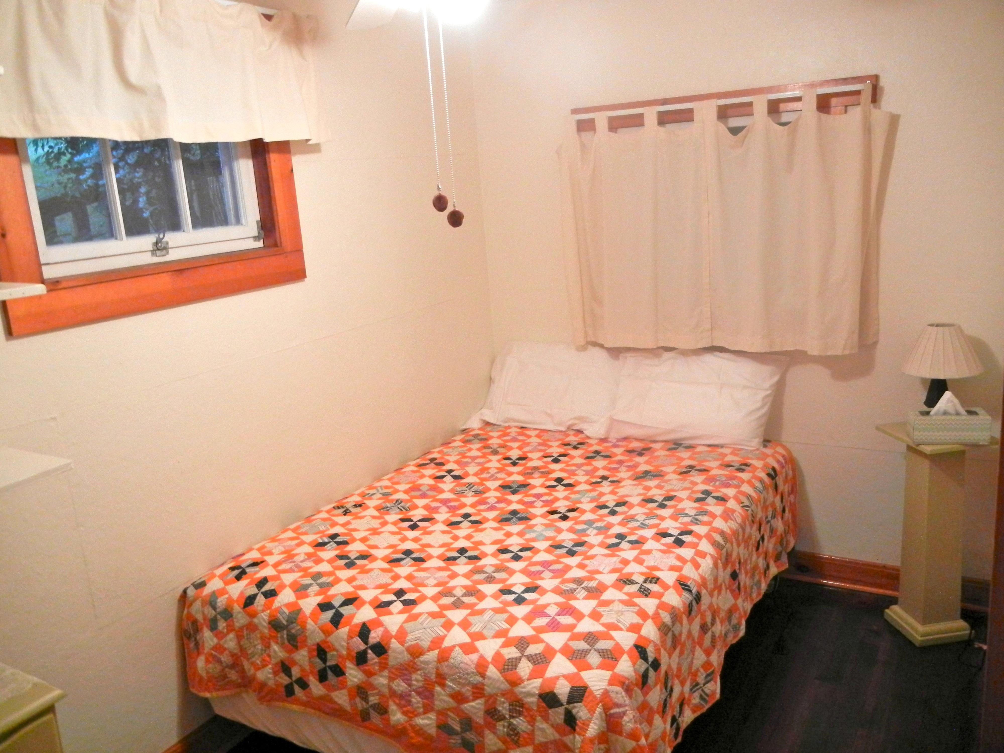 https://0201.nccdn.net/1_2/000/000/166/873/bedroom-1_downstairs-4000x3000.jpg