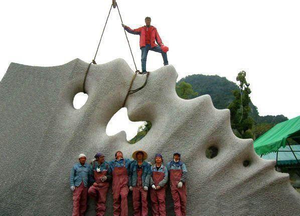 "On the huge ""Granitosauro"" - Guilin- China"