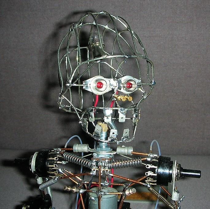 https://0201.nccdn.net/1_2/000/000/16c/826/Trackbot3-684x681.jpg
