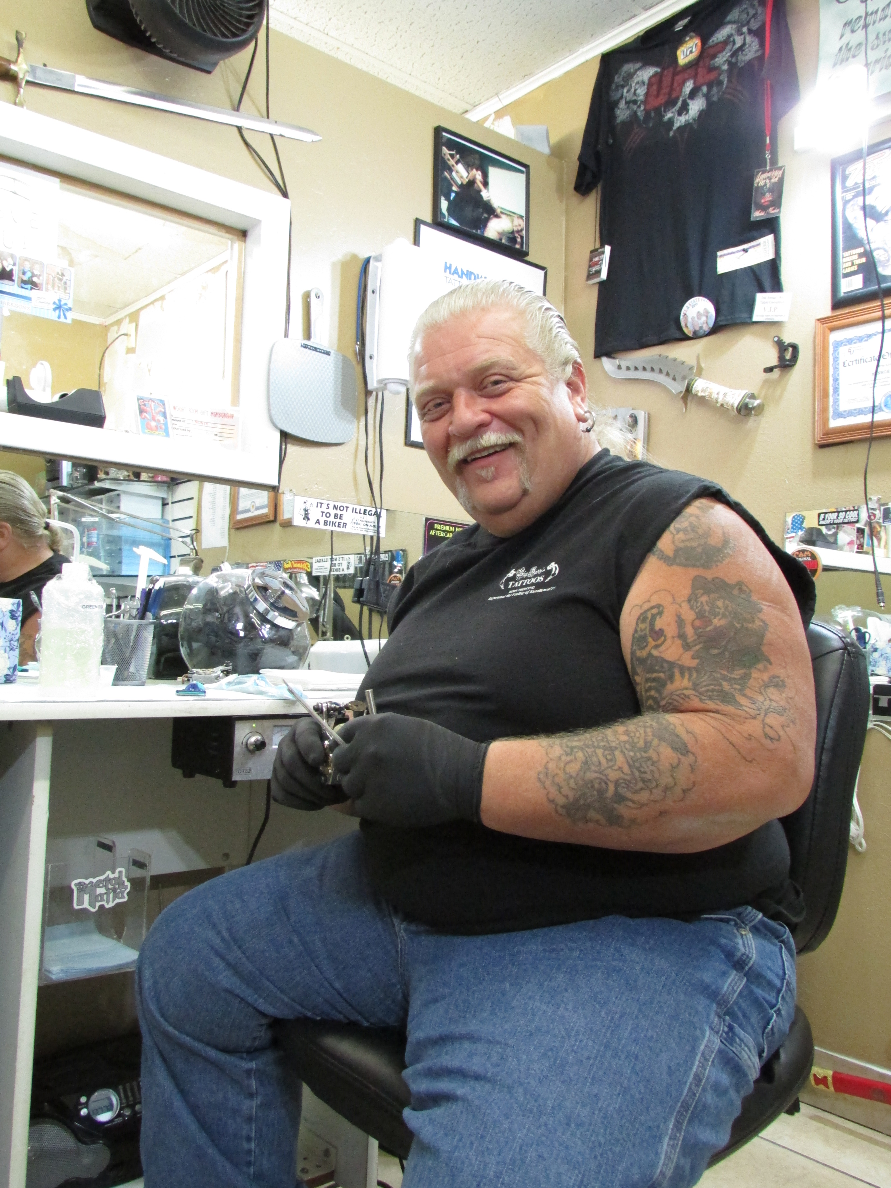 meet the artists of big daddy s tattoos and see the tattoo artistry