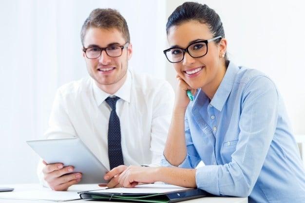 https://0201.nccdn.net/1_2/000/000/16e/ddc/gente-de-negocios-trabajando-en-la-oficina-con-tableta-digital_1301-6592-626x417.jpg