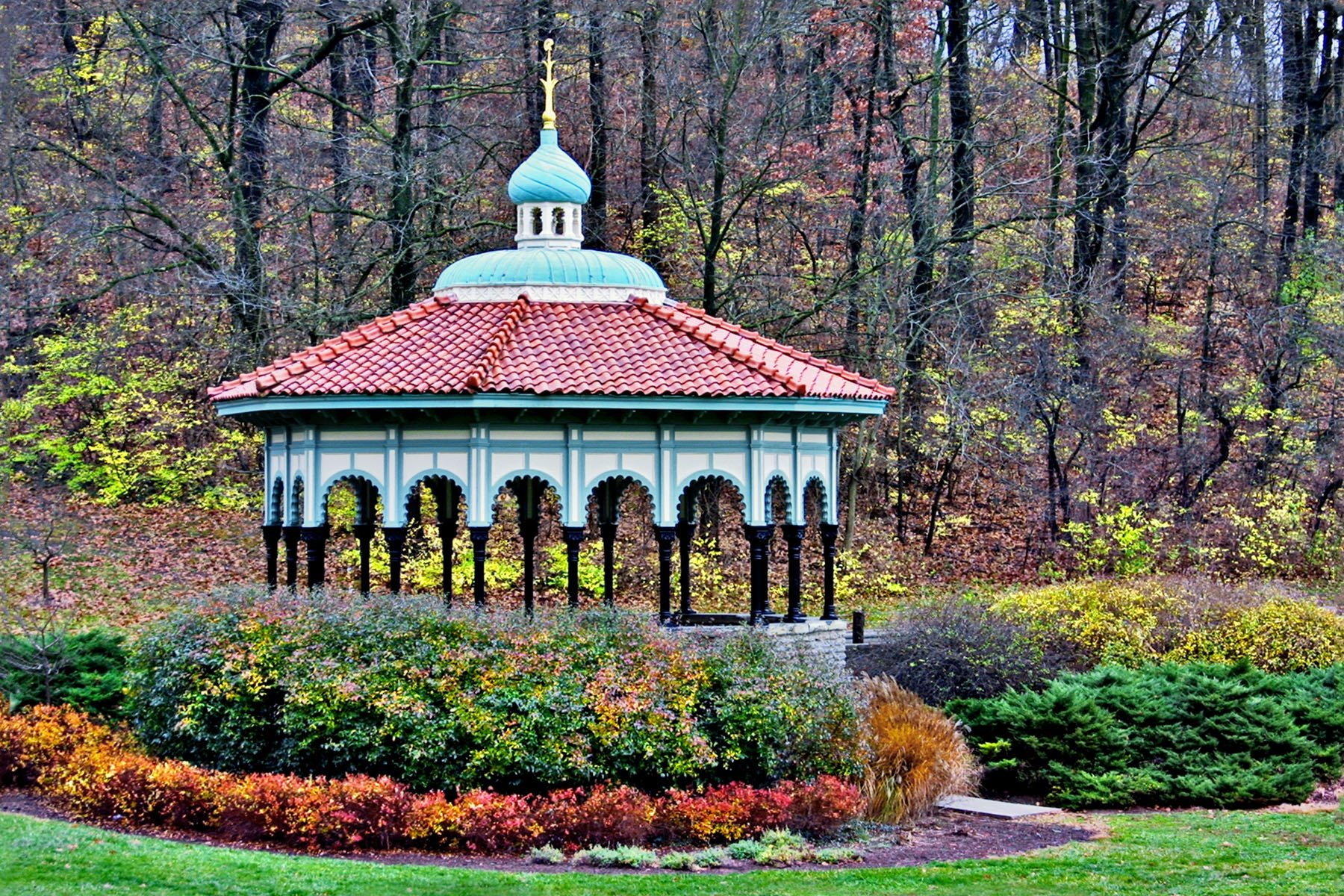 THE GAZEBO - I was there just after the gazebo in Eden Park had been given a fresh coat of paint.