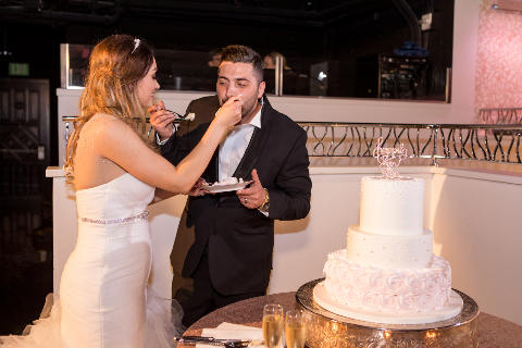 Cake feeding
