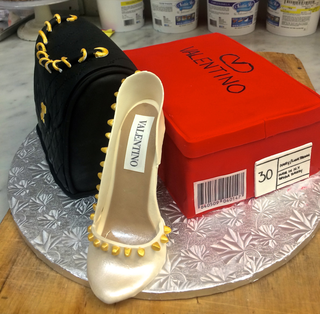3D Valentino Shoe with edible shoe box