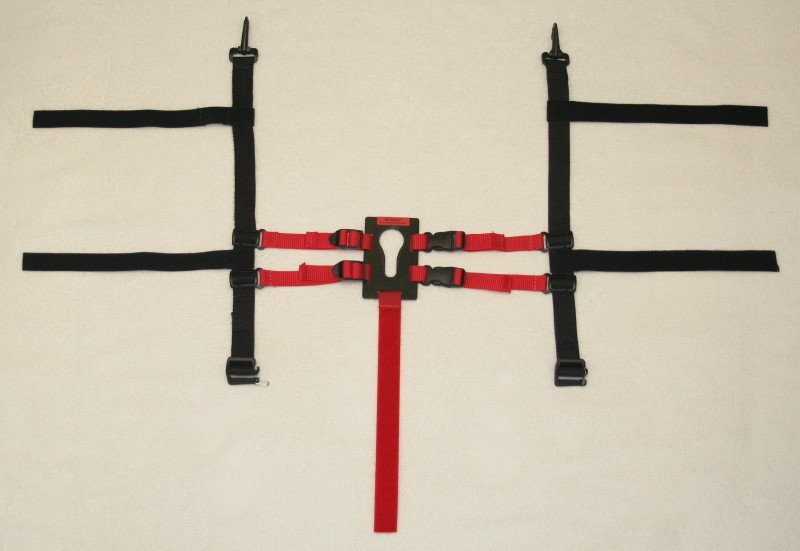 UNIVERSAL KEYHOLE® -  Camera Harness is shown in red (for visual purposes only) and UNIVERSAL CONNECTOR  is shown in black.