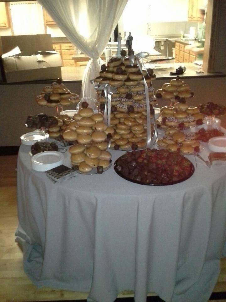 https://0201.nccdn.net/1_2/000/000/177/ee3/Donut-Wedding-Cake.jpg