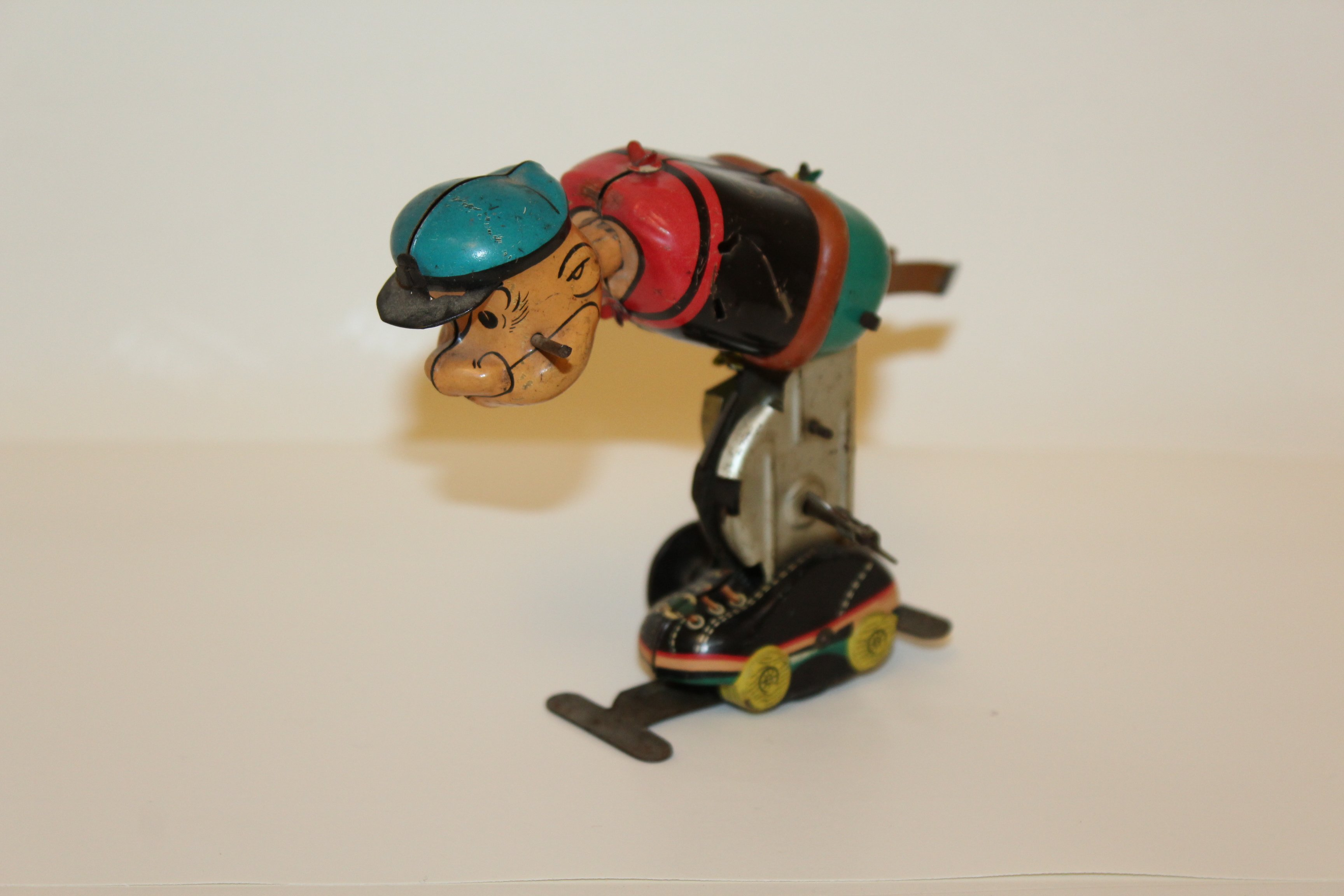 https://0201.nccdn.net/1_2/000/000/17a/1a1/Popeye-Skating.JPG