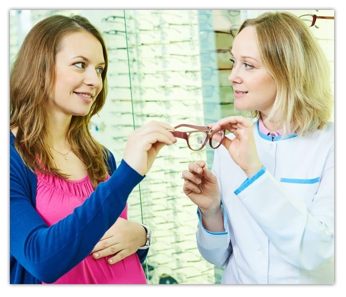 Optician at Eye Glasses Shop