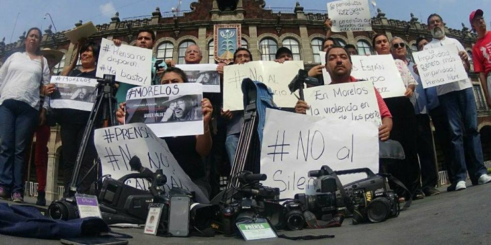 https://0201.nccdn.net/1_2/000/000/17b/deb/periodistas-960x480.jpg