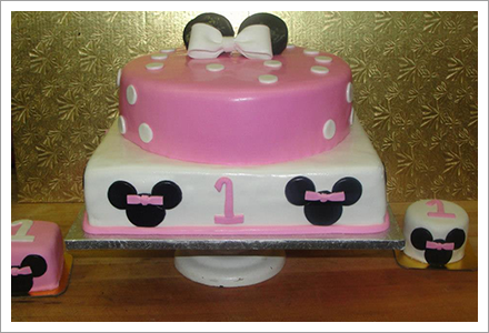 Pink and white theme cake||||