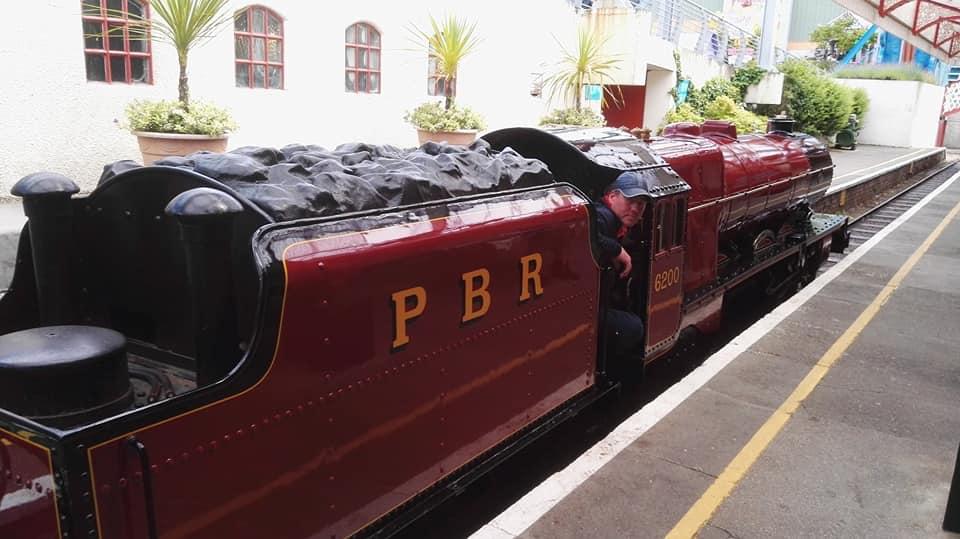 https://0201.nccdn.net/1_2/000/000/17d/633/Pleasure-Beach-express-train-960x539.jpg