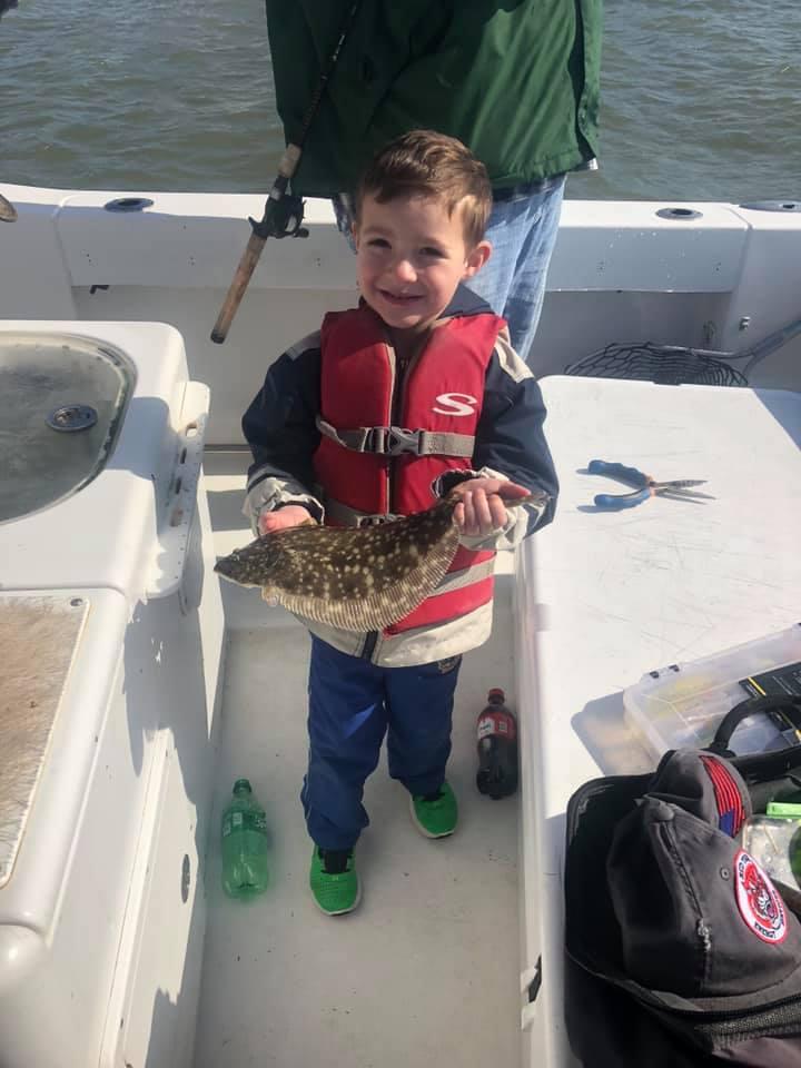 https://0201.nccdn.net/1_2/000/000/17d/9c8/brayden-flounder-fishing.jpg