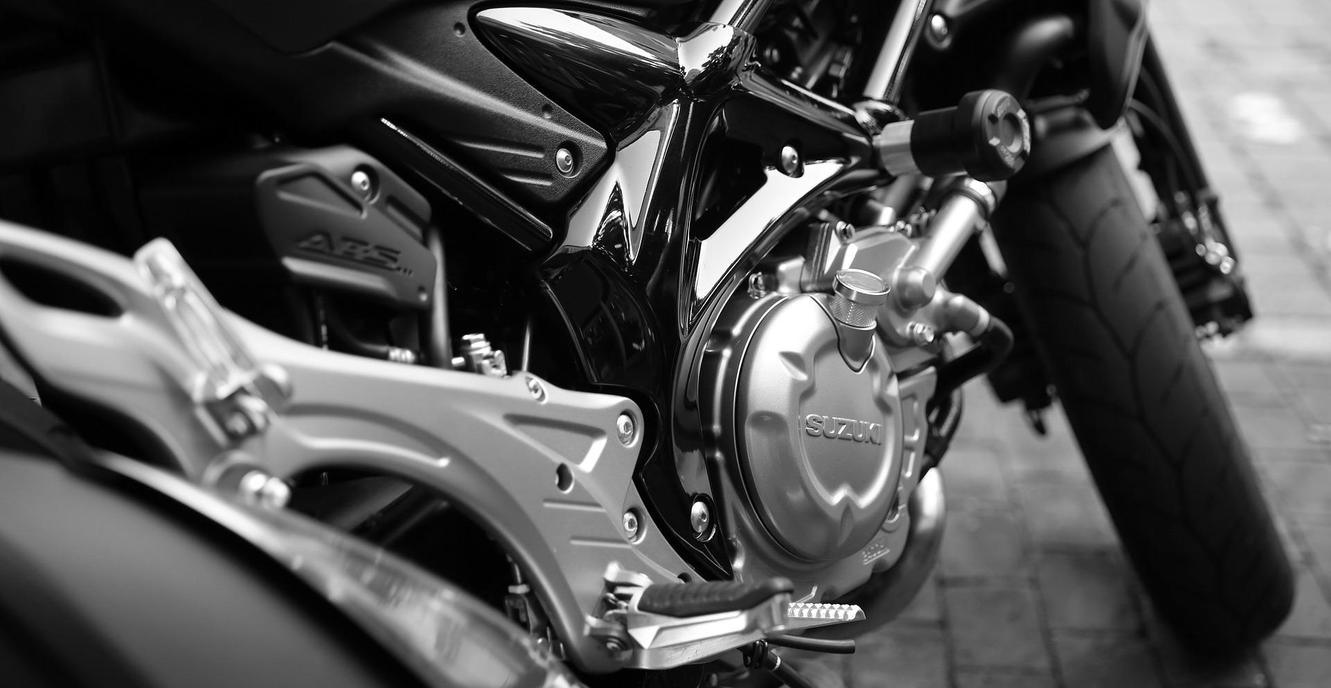 https://0201.nccdn.net/1_2/000/000/17d/c0f/motorcycle-410165_1920.jpg