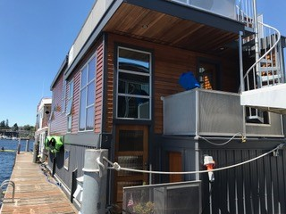 Houseboat Front