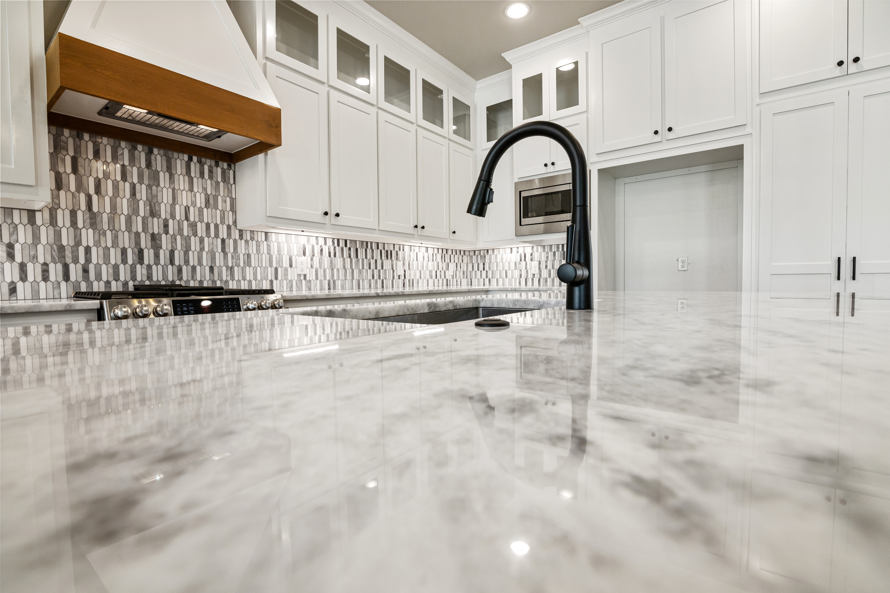 https://0201.nccdn.net/1_2/000/000/181/07e/kitchen-sink-detail.jpg