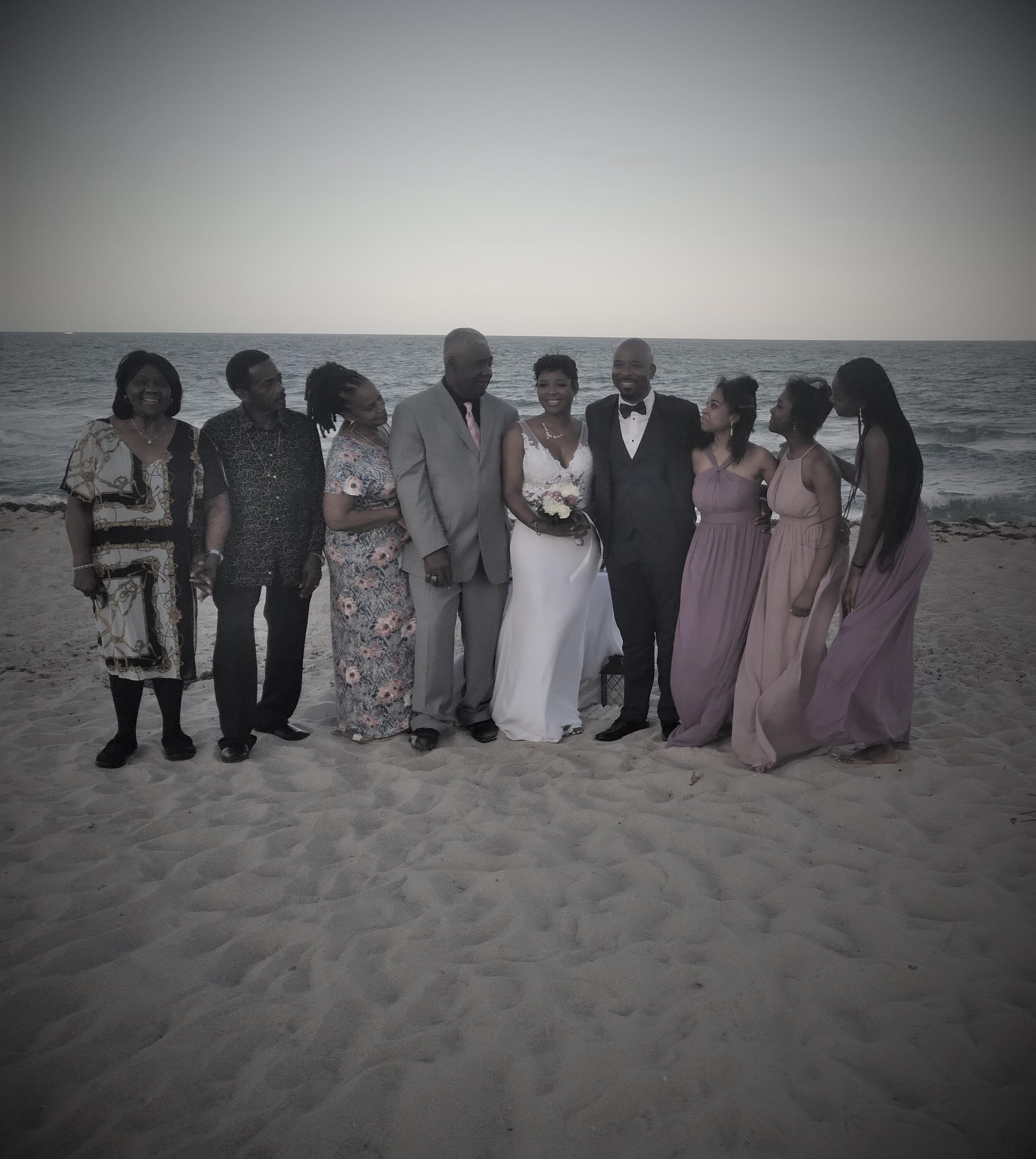 https://0201.nccdn.net/1_2/000/000/181/16d/bride-groom-family.jpg