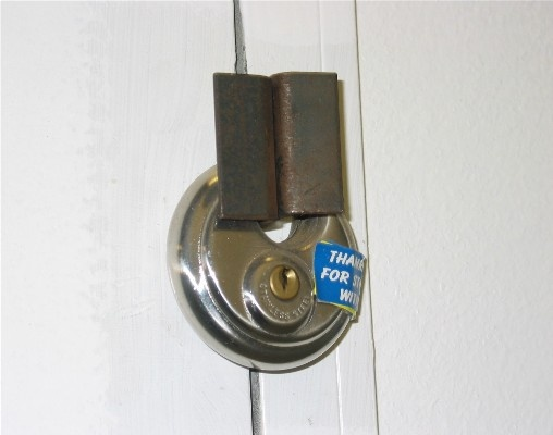 disc lock on swing type door
