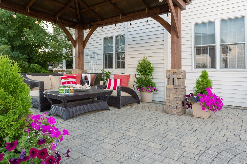 Paver patio with nice outdoor furniture