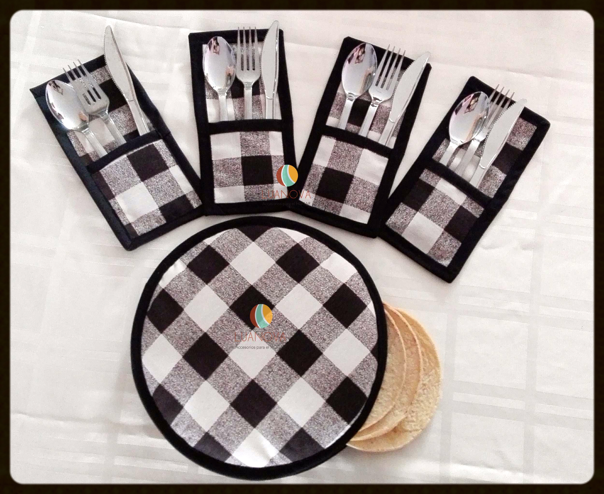 Hermoso y funcional juego de tortillero con 4 portacubiertos  Beautiful and functional set of tortilla warmer + 4 cutlery rest