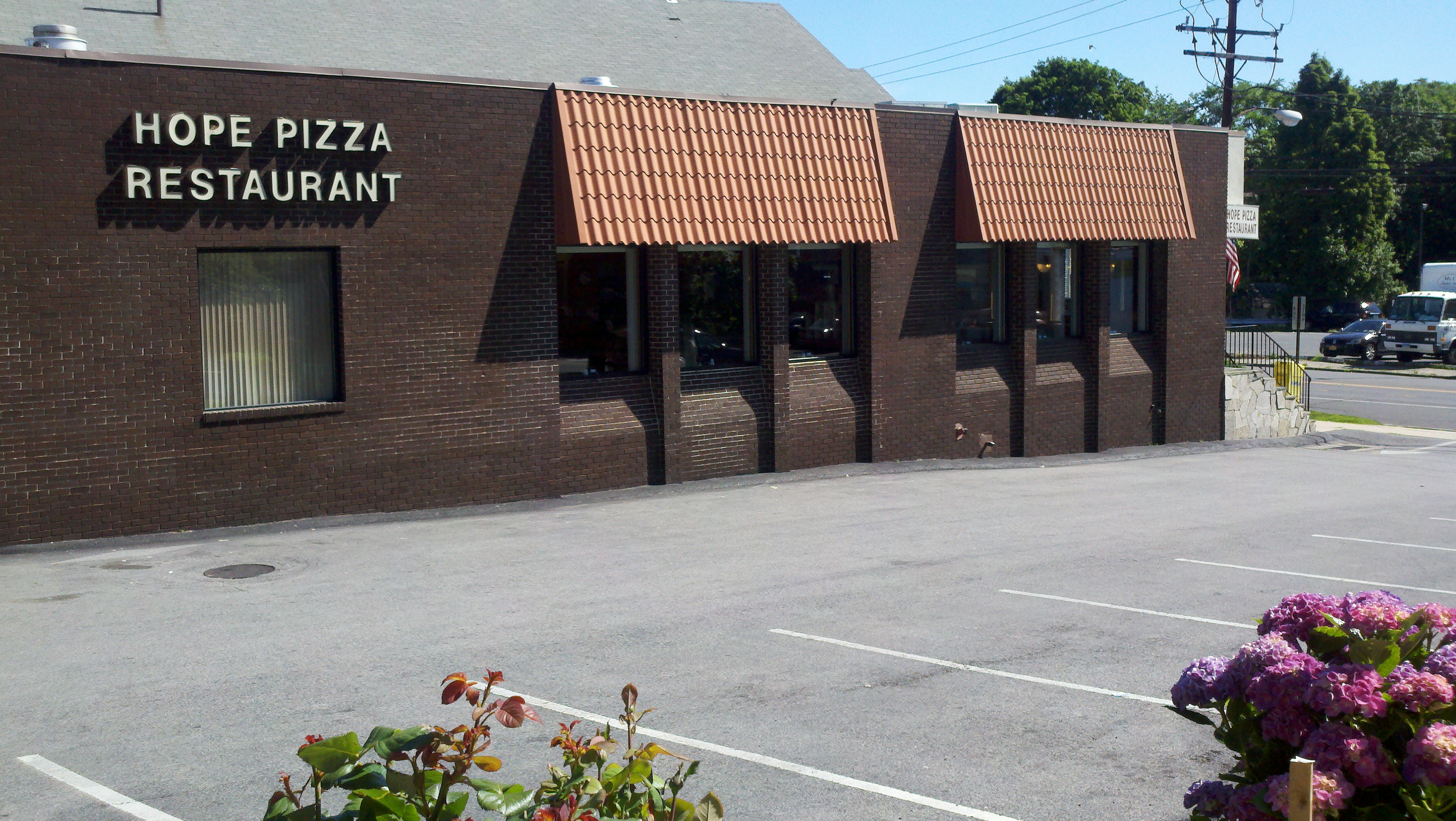 Outside view of Hope Pizza Restaurant||||