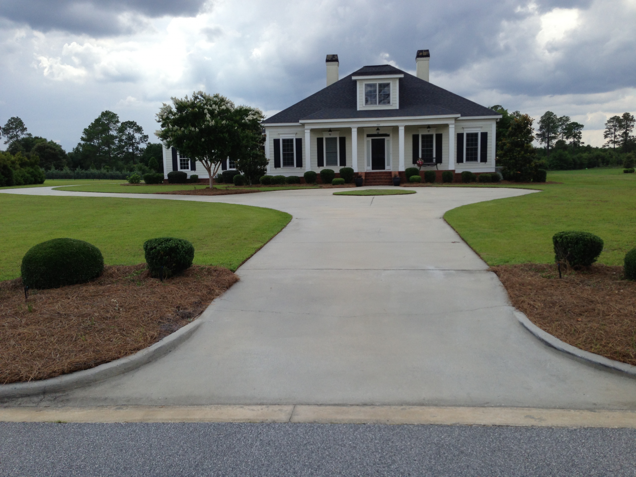Large Residential Driveway||||