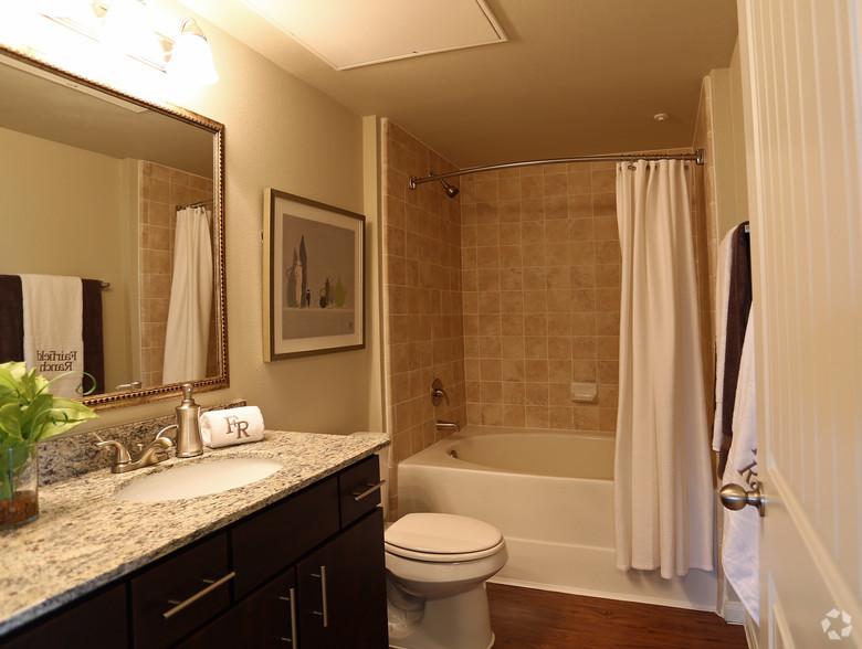 https://0201.nccdn.net/1_2/000/000/185/c9f/fairfield-ranch-cypress-tx-bathroom.jpg
