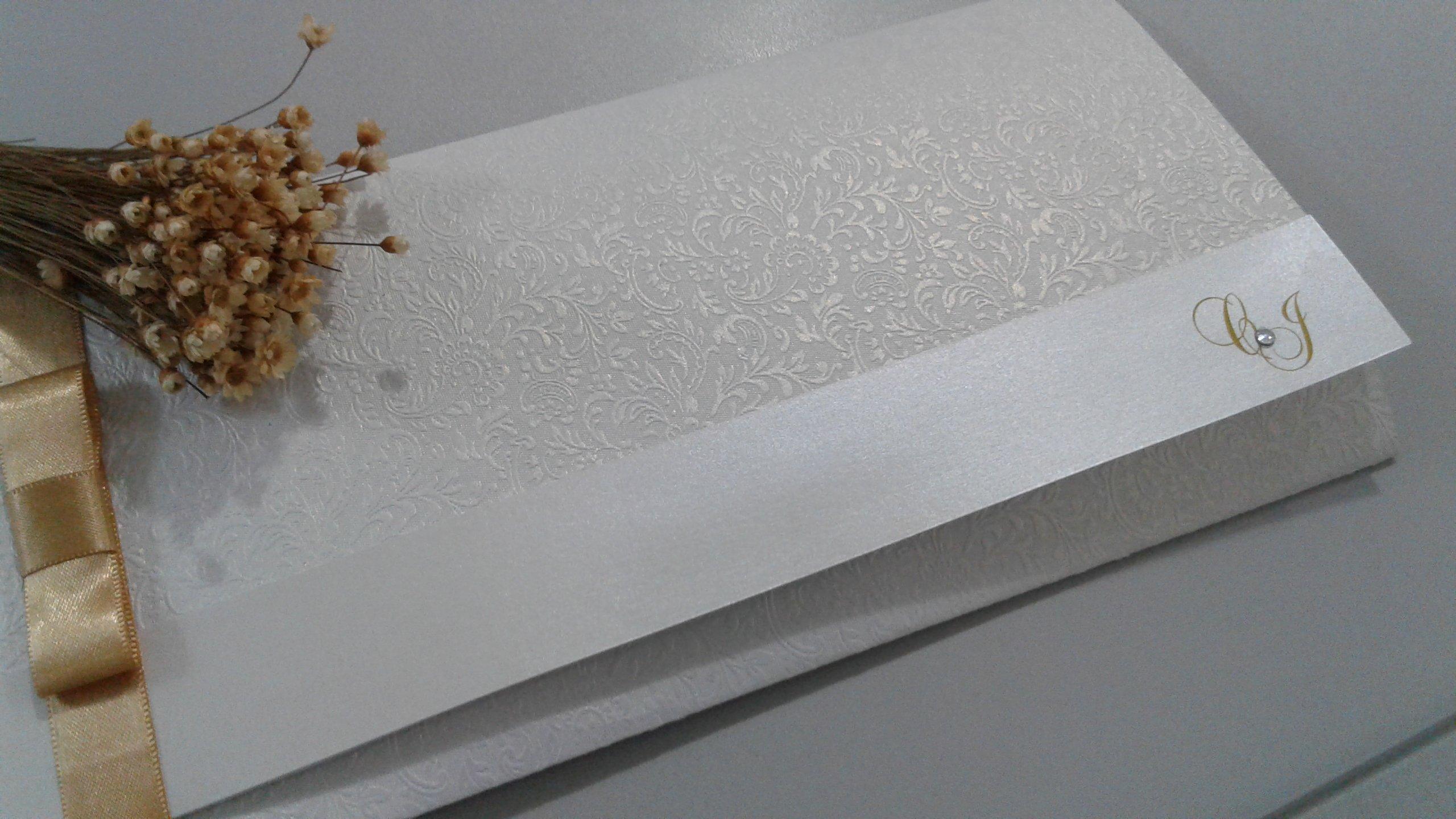 Convite em papel rendado