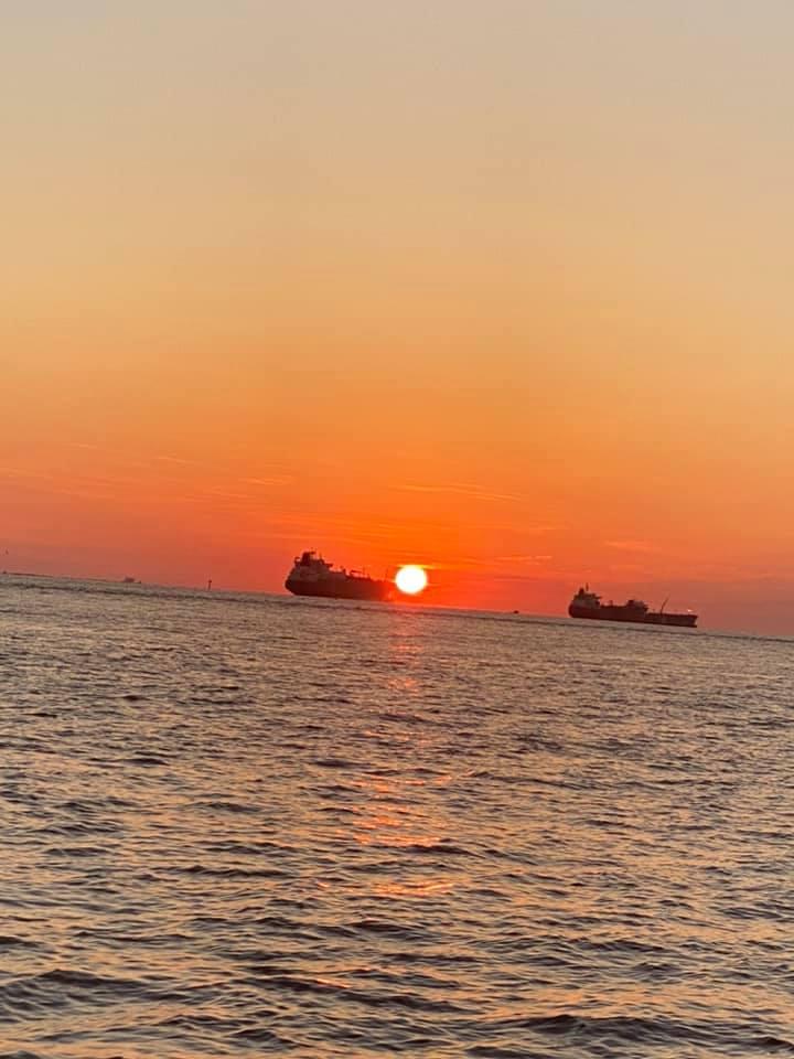 https://0201.nccdn.net/1_2/000/000/188/117/sun-rising-on-water.jpg