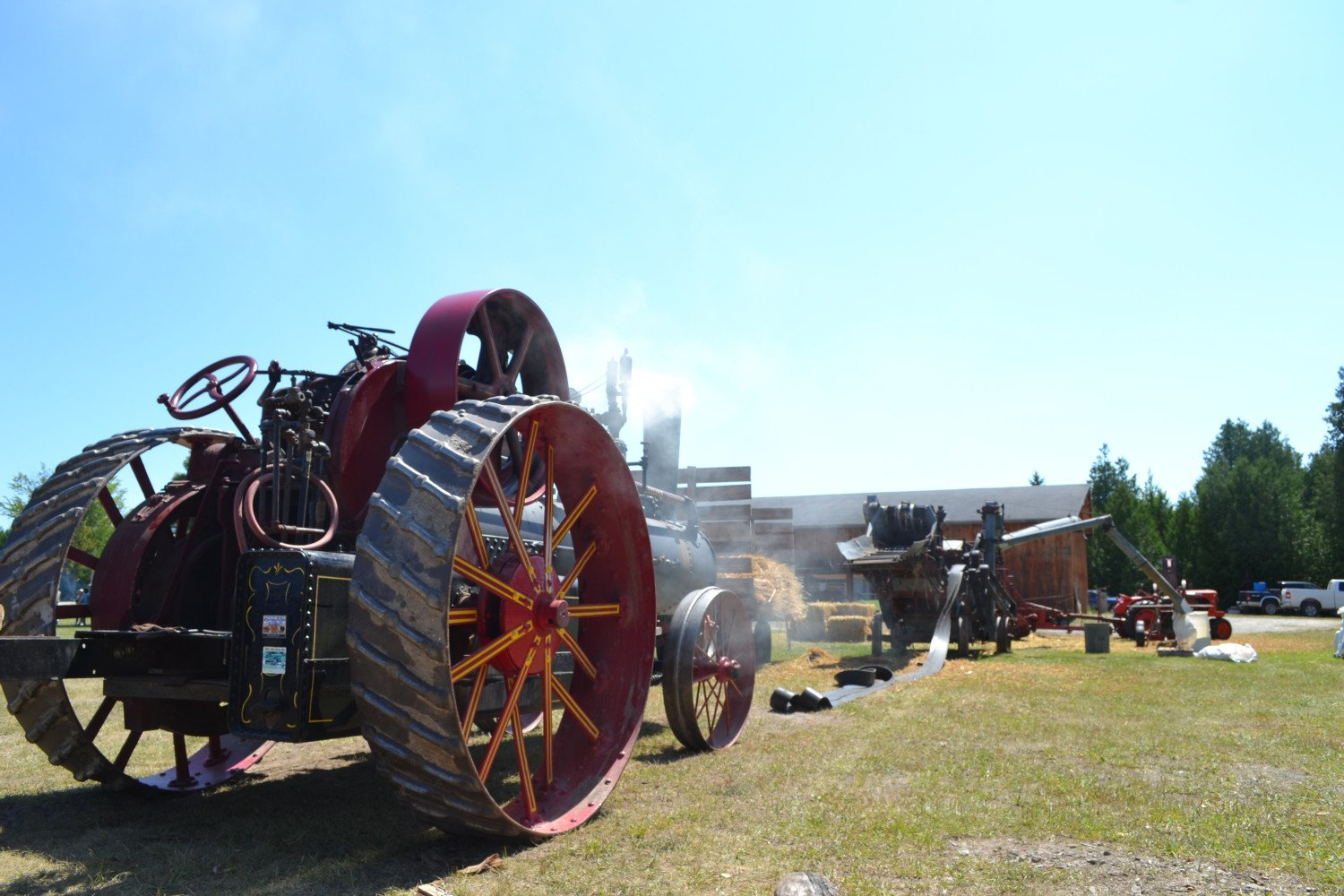 Del's steam engine belting up to thresher