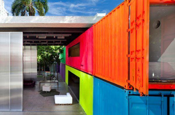https://0201.nccdn.net/1_2/000/000/189/8ac/colorful-brazilian-container-home-600x394.jpg
