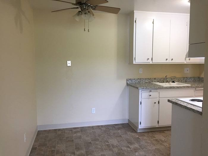 Kitchen dining area with a ceiling fan