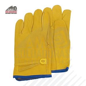OPERADOR CON AJUSTE EN MUÑECA Categoría: Manejo de maquinaria y herramientas Fabricados con: Piel Descripción: Tamaño estándar. Guante de piel de res (vacuno) grueso 1.2/1.3 mm de espesor con ajuste de plástico (dieléctrico), color anilina amarillo metanil. Recomendaciones: Ideal para trabajos donde se requiera maniobrar con algún tipo de herramienta de mano.