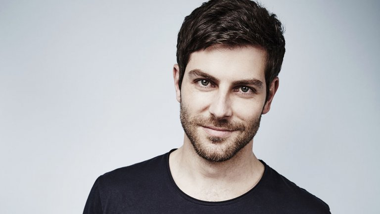 https://0201.nccdn.net/1_2/000/000/18f/ea5/david_giuntoli.jpg