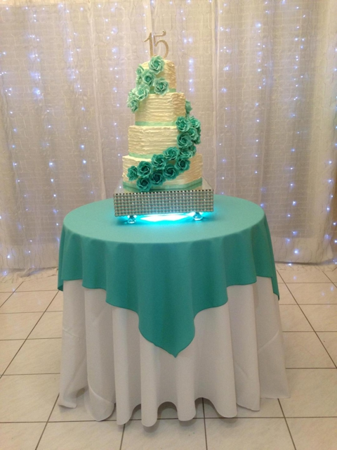 https://0201.nccdn.net/1_2/000/000/190/e19/green-and-white-light-cake-decor.jpg