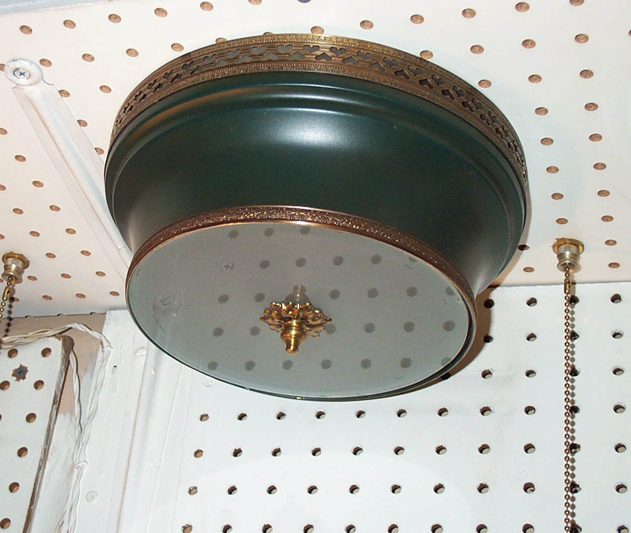 Round Shaped Tole Fixture