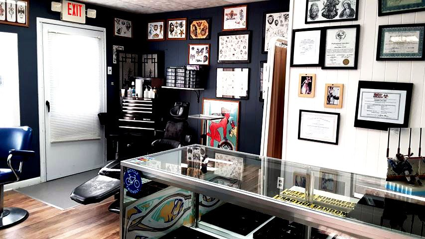 Best Tattoos in Johnsburg, IL, Store Inside