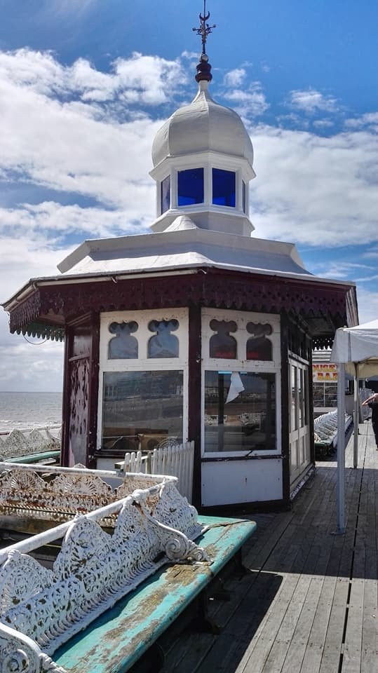 https://0201.nccdn.net/1_2/000/000/196/2f7/North-Pier-kiosk-539x960.jpg