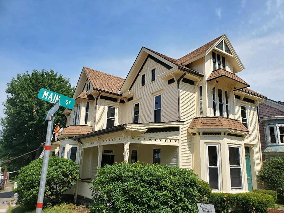 https://0201.nccdn.net/1_2/000/000/196/ba4/yellow-house-in-orangeville-after.jpg