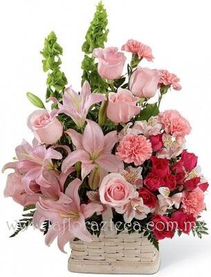 MD - 122  $880 Canasta de mimbre con rosas,lilies,claveles y mini rosas