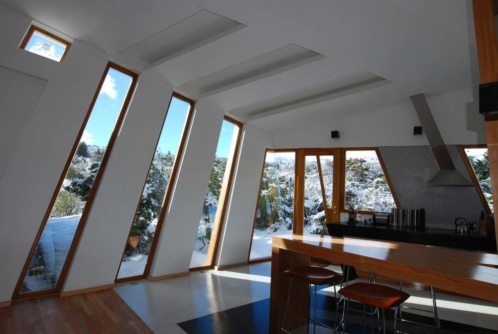 https://0201.nccdn.net/1_2/000/000/199/8d8/Ribbon-House-by-G2-Estudio-interiors-2-1000x671.jpg