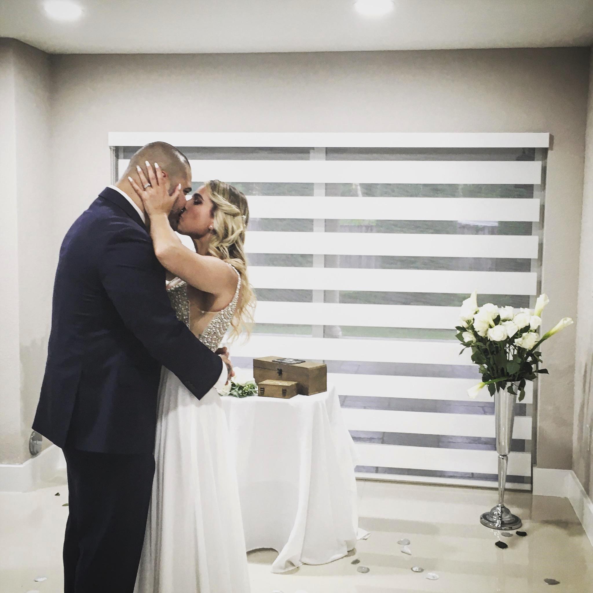 https://0201.nccdn.net/1_2/000/000/19a/ee3/bride-and-grppm-in-miami.jpg