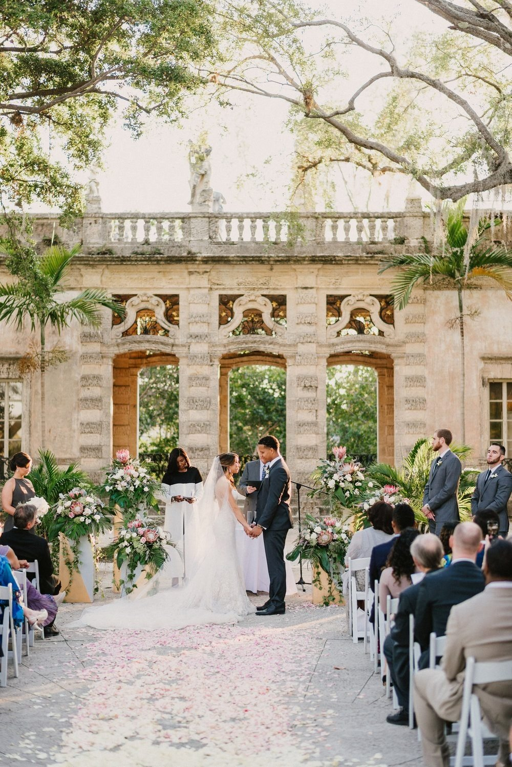 https://0201.nccdn.net/1_2/000/000/19a/f1c/industrial-wedding-vibes-miami-nuptials-11-1000x1498.jpg