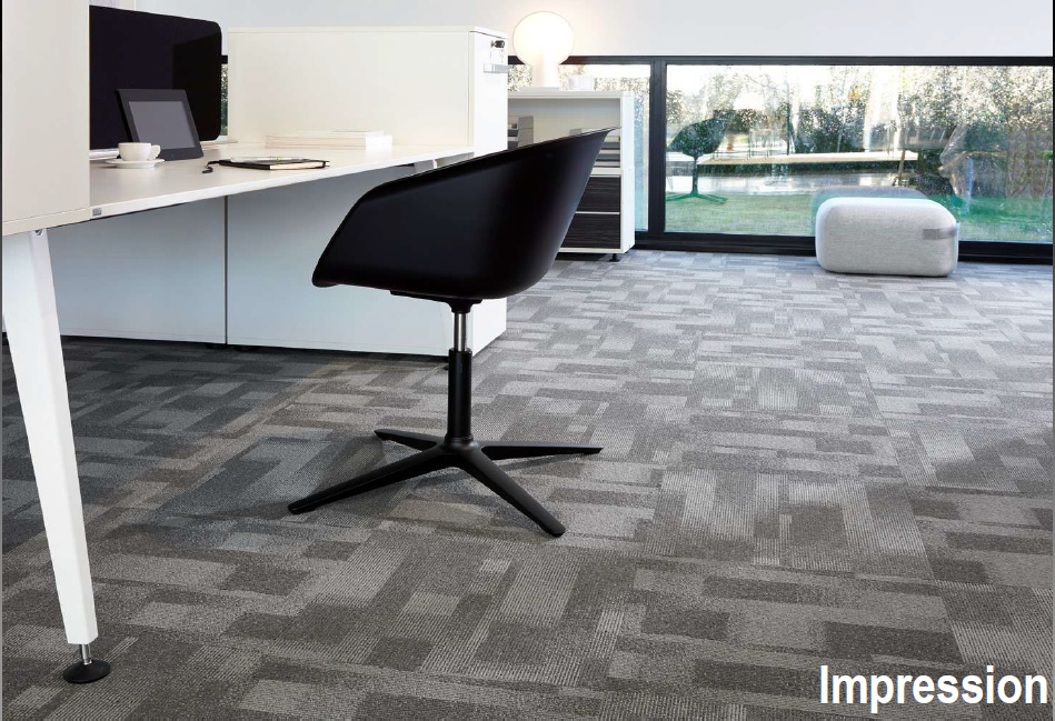 Las baldosas de las alfombras son fáciles de transportar, se pueden colocar  sueltas y son fáciles de reemplazar.